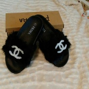 Chocolix Chicks Fur Slippers